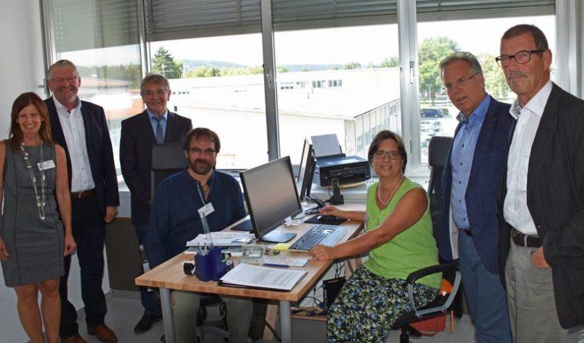 Das Bild zeigt von links Sabine Goetz Geschäftsstellenleitung LSK, MdB Alois Gerig, Schirmherr des LSK Gerd Weimer, die Berater Matthias Haaf und Mirjam Rögner-Schneider, Landrat Reinhard Frank und stellv. Bürgermeister Bernd Mayer